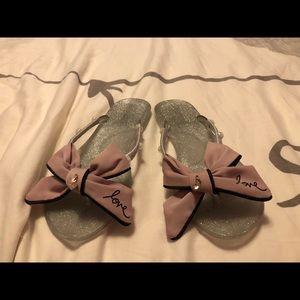 Shoes - New rubber flip flops.